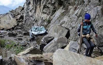 Спасатели начали эвакуацию людей из зоны схода лавины в Непале