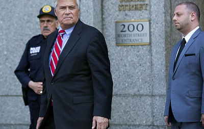 Глава сената штата Нью-Йорк ушел с поста после обвинения в коррупции