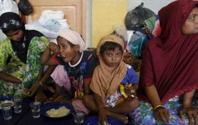 Индонезия отправила лодку с мигрантами обратно в море