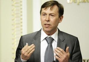Оппозиция: Азаров пиарится на больнице, у которой отобрал деньги