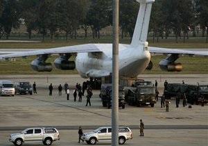 СМИ: Задержанный в Таиланде самолет с оружием летел в Украину