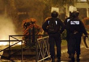 Во Франции будут судить полицейского, спровоцировавшего беспорядки 2007 года