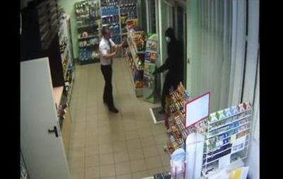 Под Николаевом вооруженный грабитель напал на АЗС