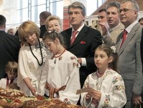 Дизайнер: Дочерям Ющенко навязывают этностиль
