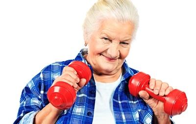 Вчені: Легкі фізичні навантаження знижують ризик смерті у літніх людей