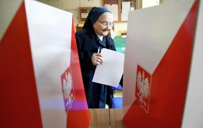 Второй тур президентских выборов начался в Польше