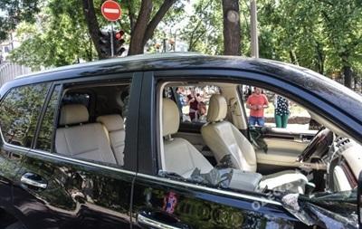 Стрельба в Одессе: в центре города ограбили водителя внедорожника