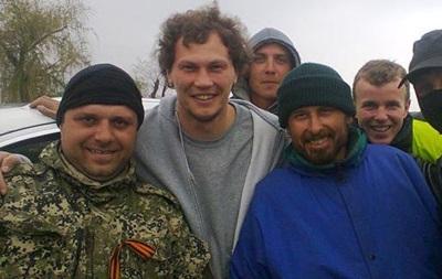 Вратарь Шахтера сфотографировался с сепаратистами и объяснил причину