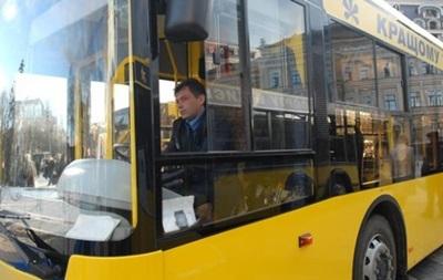 В Киеве в троллейбусе избили журналистку