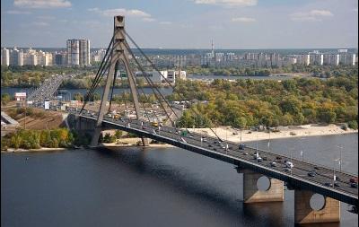 В Киеве на три дня ограничат движение на Московском мосту