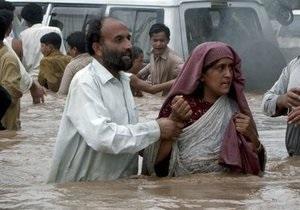 Пакистан заливает дождями: от наводнений погибло более 400 человек