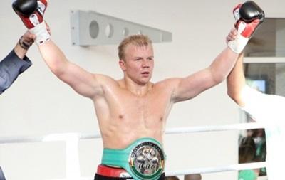 Бокс: Украинец Дмитрий Кучер в Голливуде победил американца Томаса