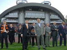 Янукович и Крутой получили медали чемпионов Украины по футболу