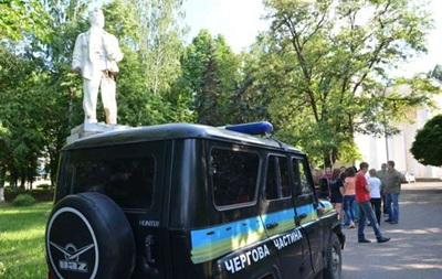 В Славянске пытались снести памятник  первому сепаратисту