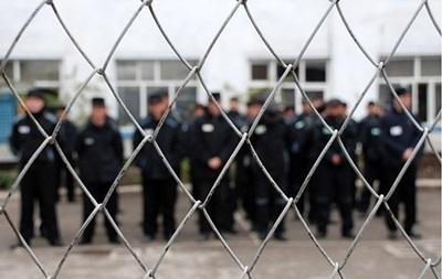 В Кривом Роге заключенные порезали себе руки