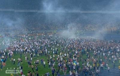 Болельщики выбежали на поле и сломали ворота после финала Кубка Украины