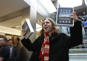 Первый день продаж iPad: Apple продала 300 тысяч устройств