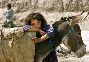 Би-би-си: Афганцы без сыновей переодевают в мальчиков дочерей