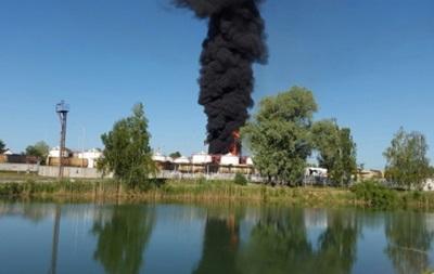 Пожар на нефтебазе под Киевом усилился: 4 работника в тяжелом состоянии