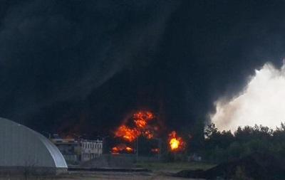 В зоне огня под Киевом еще одна нефтебаза, идет эвакуация