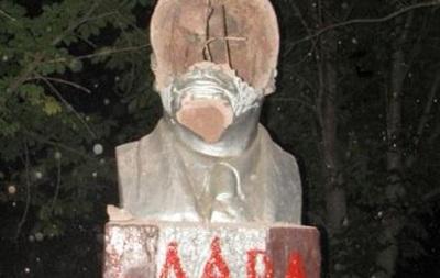 В Луганской области снесли два памятника Ленину