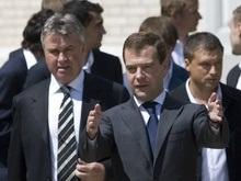 Фотогалерея: Медведев поздравляет