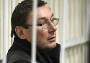 Луценко заявил, что следователи затягивают процесс его ознакомления с материалами дела