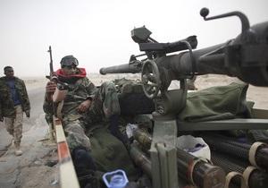 Силы Каддафи отбили наступление повстанцев на Адждабию