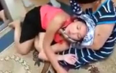 Мужчина похищает девушку видео 4 фотография