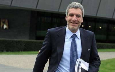 Директор FIFA по связям с общественностью ушел в отставку по просьбе Блаттера