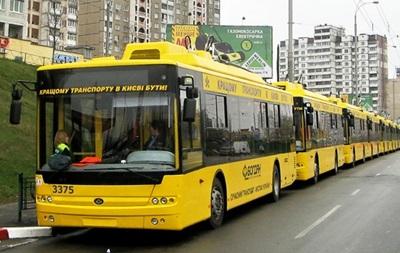 В Киеве на проспекте Победы остановились троллейбусы