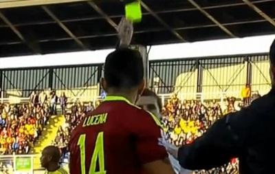 Игрок Венесуэлы получил карточку за то, что спешил выйти на замену