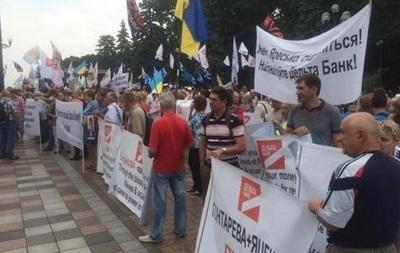Вкладчики банков перекрыли еще одну центральную улицу Киева