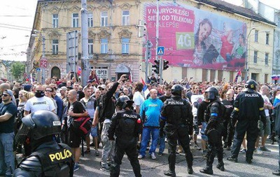 В Словакии антииммиграционный митинг перерос в столкновения с полицией