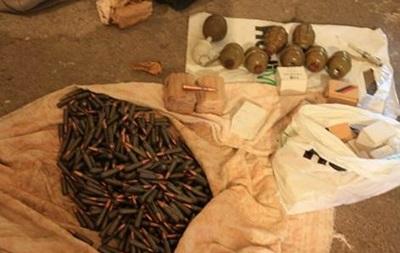 В Запорожье в лесополосе обнаружили арсенал оружия