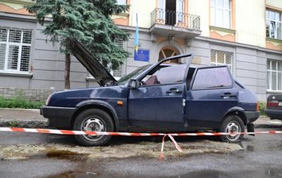Появились фото с места взрыва милицейского авто во Львове