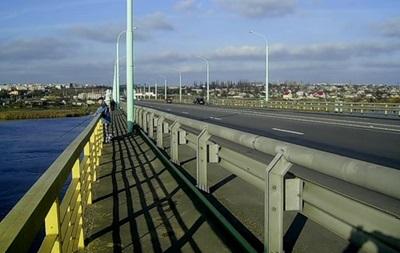 В Херсоне закрыли автомобильный мост – СМИ