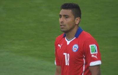 Защитник сборной Чили ткнул соперника пальцем в интимное место