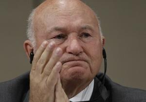 Мэр Москвы подает в отставку. В досрочных выборах может принять участие Лужков