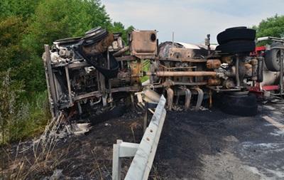 У Житомирській області перекинулася і загорілася автоцистерна