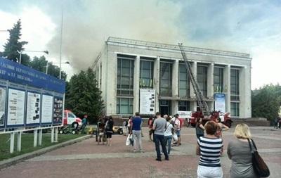 Пожар в театре Черкасс тушили четыре часа, пострадали трое спасателей