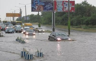 В Одессе из-за ливня машины плавали в воде