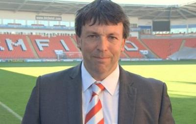 В Англии президент футбольного клуба угрожал фанату пистолетом