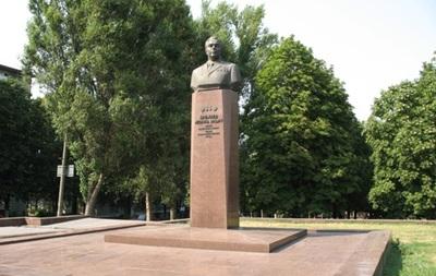 В Днепродзержинске намерены снести памятники Ленину и земляку Брежневу