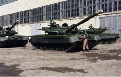 Военным передали модернизированные танки Т-80