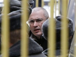Сторонники Ходорковского устроили пикет на крыше дома напротив суда