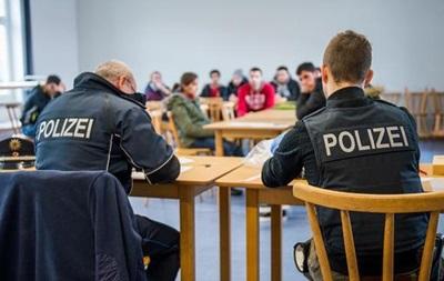 Профсоюз: Полиция ФРГ не справляется с потоком беженцев