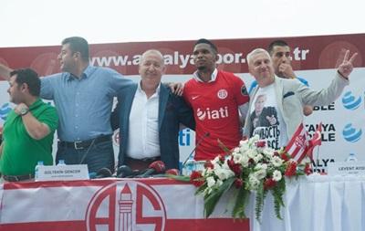 Почетный консул Украины в Турции надел футболку с Путиным