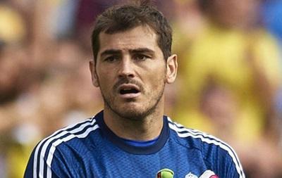 Официально: Касильяс подписал контракт с Порту