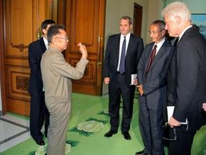 Билл Клинтон встретился с американскими журналистками, арестованными в КНДР